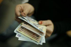 Salariul minim va depăşi 300 de euro în 2020; se introduce salariul minim pentru studii superioare (Program de guvernare)