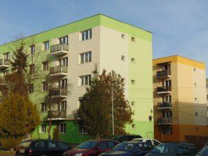 Primăria Sfântu Gheorghe încearcă să stimuleze programul de reabilitare a faţadelor blocurilor