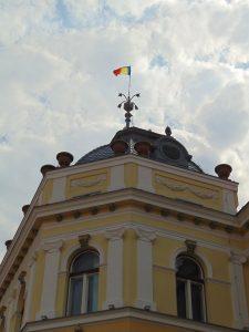 ADEC, apel către MApN, MAI, FCRCHM și Prefectura Covasna în procesul privind drapelul României de pe turla Primăriei Sfântu Gheorghe