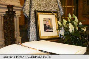 Prahova: Lacrimi și regrete la Castelul Peleș, unde a fost deschisă o carte de condoleanțe în memoria regelui Mihai