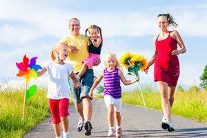 Familiile cu cel puţin trei copii din Sfântu Gheorghe vor beneficia de gratuităţi şi reduceri