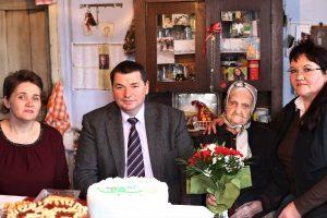 Localnică din Ozun, sărbătorită la împlinirea a 102 ani