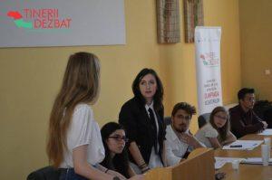 """""""Tinerii dezbat"""", o nouă ediție"""