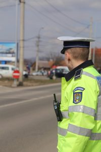 Trei bărbați au fost depistați, în interval de o oră, circulând cu autoturisme neîmatriculate și fără permis de conducere