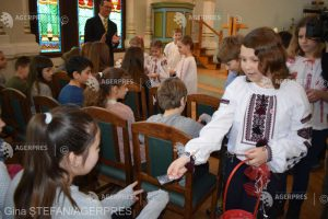 Primăvara harghiteană a prieteniei: Mărţişoare oferite de elevi români colegilor lor maghiari