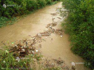INHGA: Cod portocaliu de inundaţii pentru afluenţi ai Trotuşului din judeţele Bacău, Harghita şi Covasna