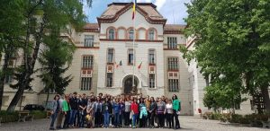 """Colegiul Național """"Mihai Viteazul"""" din Sfântu Gheorghe a primit ieri vizita unor elevi și profesori din alte 5 state europene, care fac parte din proiectul """"Contexte diferite – aceleaşi oportunităţi în Europa de azi"""""""