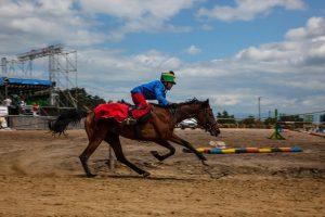 Număr record de călăreţi la Galopiada secuiască de la Pivniţele Uriaşului