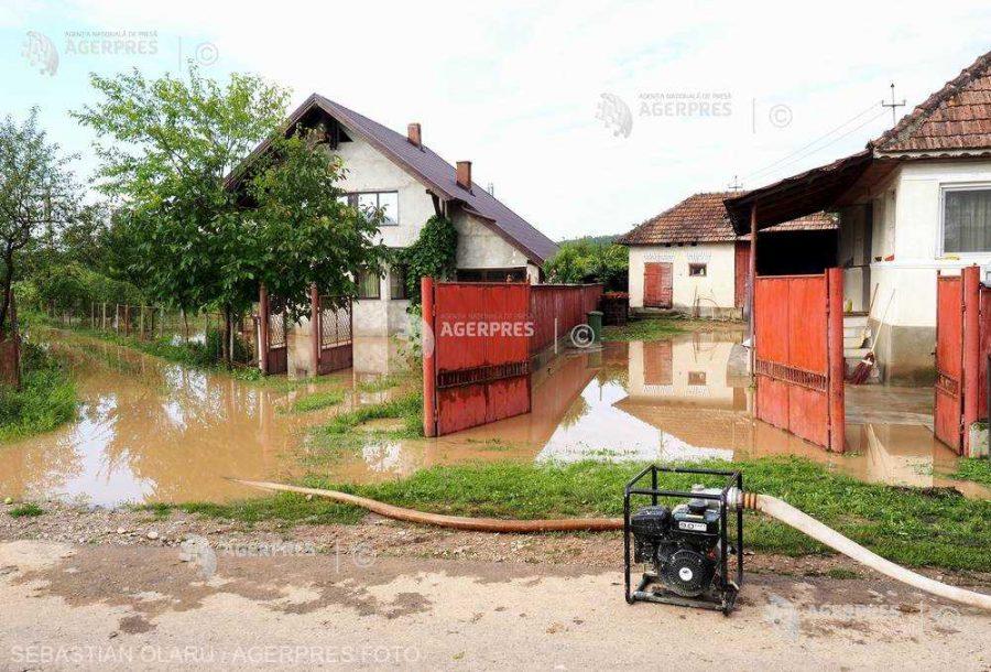Cod roşu de inundaţii pe râuri din judeţele Covasna, Harghita, Braşov şi Botoşani, până marţi dimineaţa