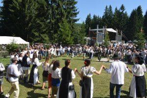 Secole de tradiții, încununate la Sântilia – Nedeia Mocănească a voineștenilor