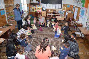 """REPORTAJ Harghita: Zeci de copii din medii dezavantajate, veseli şi fericiţi în """"Atelierele de Vară Şotron'"""