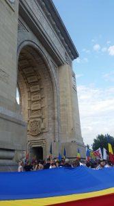 Centenarul Eliberării Ungariei de bolșevism, cinstit în costum popular și înfășurat în tricolor la Arcul de Triumf