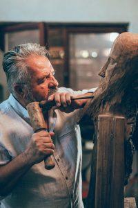 ÎMPLINIRE: Expoziție de sculptură,  la Covasna