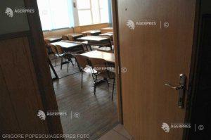 Asociaţia Elevilor dă în judecată ministerul pentru că nu permite celor cu media sub 5 să urmeze liceul
