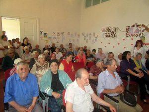 """Acțiune de Ziua internațională a vârstnicilor, la Căminul din Hăghig  """"Vom dărui dragostea noastră tuturor, fără deosebire de etnie sau religie.""""- Mihai Tîrnoveanu"""