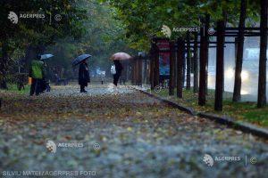 ANM: Sfârşit de octombrie şi început de noiembrie mai răcoros; din 4 noiembrie, vremea se încălzeşte şi revin ploile