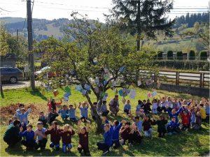 """La Școala Gimnazială Bobocea: Ziua educației, sărbătorită în avans, prin """"Pomul cu învățături"""""""