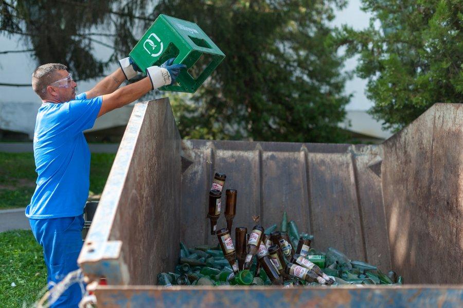 Mai multă sticlă colectată de la populație, dar mai puține deșeuri electronice