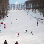 Tunurile de zăpadă, puse în funcţiune pe pârtia de schi de la Şugaş Băi