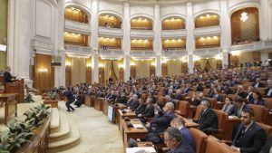 Roman: Am propus convocarea unei sesiuni extraordinare pentru votarea proiectului privind tăierea pensiilor speciale