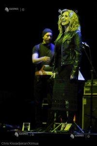 DOCUMENTAR: Cântăreaţa canadiano-belgiană Lara Fabian împlineşte 50 de ani