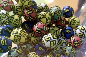 Loteria Română suplimentează cu câte 100.000 de lei fondul de câştiguri al categoriei I la Loto 6/49, la următoarele 5 trageri