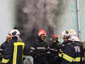 Incendii la un depozit din Sfântu Gheorghe şi la o unitate de cazare din Întorsura Buzăului
