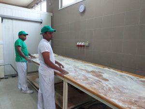 REPORTAJ Harghita: Nemulţumire în comunitatea din Ditrău, după angajarea a doi muncitori sri-lankezi la o fabrică de pâine