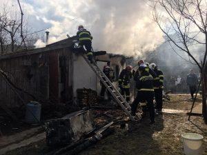 Incendiu la o casă de locuit din Dobolii de Sus