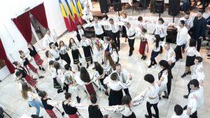 Balul Portului Popular de la Întorsura Buzăului-o nouă filă scrisă în cartea de onoare a tradițiilor românești de la poalele munților Ciucaș