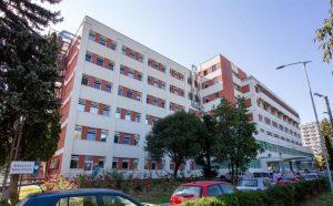 Paturi de campanie pentru internarea pacienţilor COVID-19, la Spitalul Judeţean