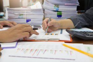 Peste 9.800 de contracte individuale de muncă suspendate, majoritatea pe fondul pandemiei