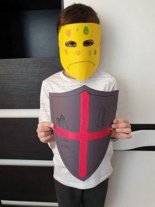 """""""Spune cum te simți, arată-ne cine ești? Cu masca sau scutul împotriva pandemiei"""" Expoziție online, cu lucrări realizate de elevii covăsneni"""