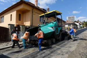 A început asfaltarea străzii Andrei Șaguna