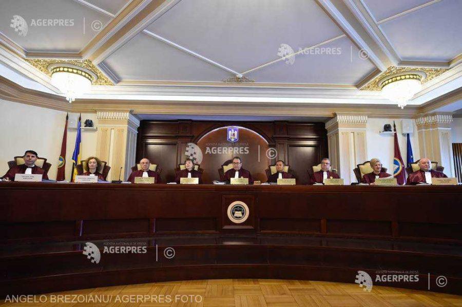 CCR amână pentru 30 septembrie discutarea sesizărilor privind impozitarea pensiilor de serviciu