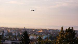 Acţiunea de dezinsecţie din avion, amânată din nou din cauza ceţii