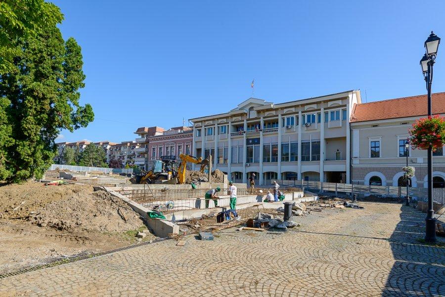 Avansează lucrările de transformare a zonei din faţa Consiliului Judeţean!