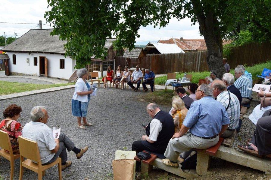 """""""La urmbra nucului bătrân"""", astăzi, la Casa memorială """"Romulus Cioflec"""" din satul  Araci"""