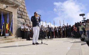 Naistul Nicolae Voiculeţ împreună cu 40 de artişti vor interpreta Imnul României la Crucea Eroilor de pe Muntele Caraiman