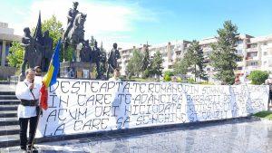 """Așa se întâmplă când NU MAI EXISTĂ RESPECT:  Ziua Imnului Naţional a fost sărbătorită,  la Sf.Gheorghe, în """"acompaniamentul"""" utilajelor care lucrau în zona centrală"""