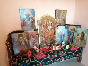 """Întoarcerea și sfințirea celor opt icoane de pe catapeteasma Bisericii """"Adormirea Maicii Domnului"""" din Mărtănuș"""