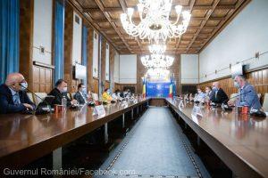 Petrescu (HORA): Mâine se va lua decizia ca de la 1 septembrie să se deschidă restaurantele şi la interior