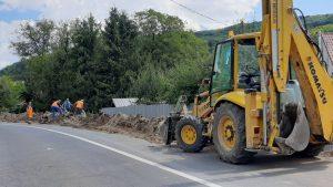 """Lucrările din cadrul proiectului """"Construcția rețelei de apă și apă uzată în satul Araci, Comuna Vâlcele, Județul Covasna"""" sunt în grafic"""