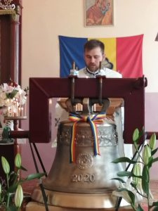 """Clopotul bisericii ortodoxe din Mărtănuș, achiziționat în cadrul campaniei """"Un clopot pentru o Biserică din Ardeal"""", a fost sfințit"""