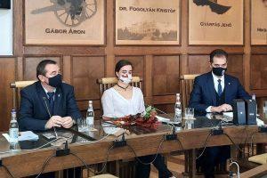 Municipiul Sfântu Gheorghe are un nou viceprimar:  La 24 de ani, Vargha Fruzsina este cel mai tânăr viceprimar din istoria oraşului