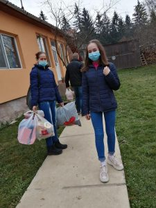 Despre bucuria de a dărui: Ajutor nesperat primit de o familie cu doi copii, din Zăbala