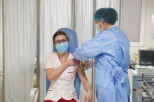 A început campania de vaccinare anti-COVID în România