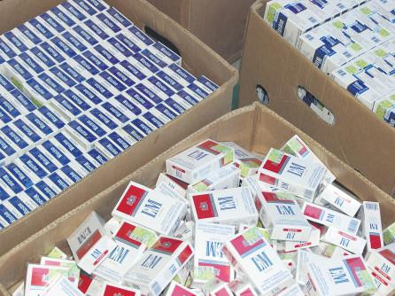 Percheziţii la persoane bănuite de constituirea unui grup infracţional organizat specializat în contrabandă cu ţigări