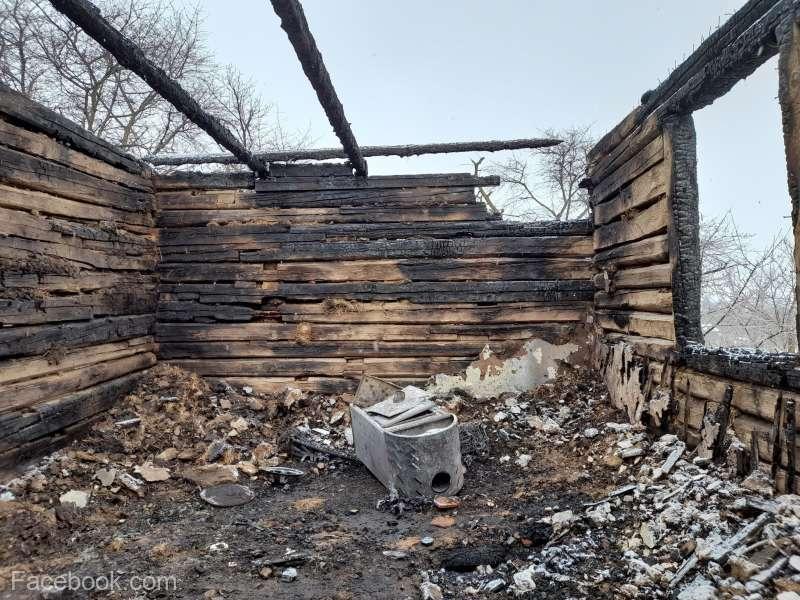 Familie din Măgheruş, rămasă fără locuinţă în urma unui incendiu; oamenii vor fi găzduiţi în fosta şcoală