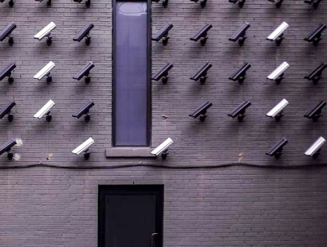 Primăria Sfântu Gheorghe va sprijini asociaţiile de proprietari să instaleze camere de supraveghere la intrarea în blocuri